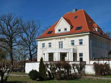 Charmante, herrschaftliche Villa mit Rosengarten, offenem Kamin und ganz viel altem Flair