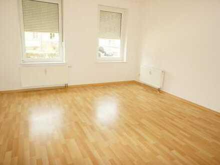 *Wohnen in Küchwaldnähe - Bad mit Fenster + Wanne / große Küche mit Balkon*