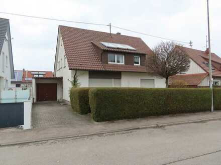Interessantes und freistehendes Zweifamilienhaus mit Garage