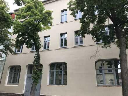 * 1 Raumwohnung mit Loft-Feeling* Balkon und Echtholzelemente