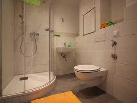 3 Raumwohnung mit Balkon und Dusche