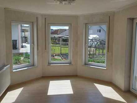 Gepflegte 2-Zimmer-Terrassenwohnung mit Balkon und Einbauküche in Osterburken
