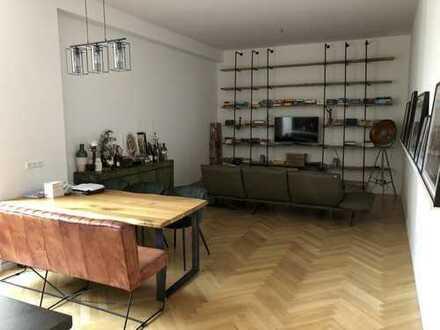 Stilvolle 2-Zimmer-Wohnung mit offener (Einbau)Küche + Fischgrätenparkett mitten im Schöneberg Kiez