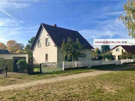 IMMOBERLIN: Hübsches Einfamilienhaus mit großem Garten in Wald- & Seenähe