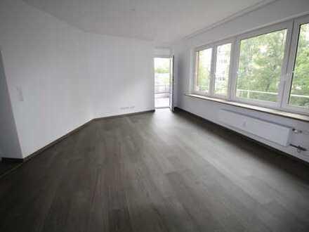 Umfassend modernisierte 4-Zimmer-Wohnung mit Einbauküche und Balkon in S-Rot!!