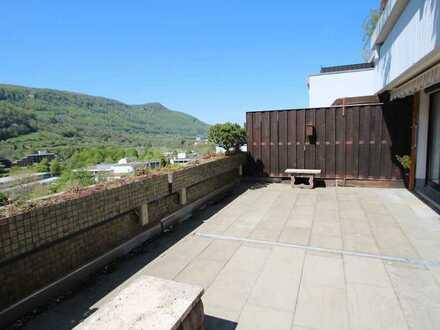 Wenn es etwas besonderes sein soll ! Goßzügige Wohnung mit Traumblick und extra großer Terrasse!
