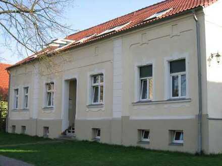 Linum, moderne Dachgeschosswohnung im Altbau mit großem Süd-Balkon