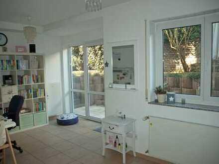 Provisionsfrei: Sehr helle 2,5 Zimmer Wohnung mit KFZ-Stellpl., in Wiesbaden-Schierstein