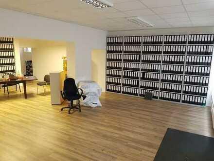 Großzügige moderne Büro- oder Praxisfläche im Wohngebiet