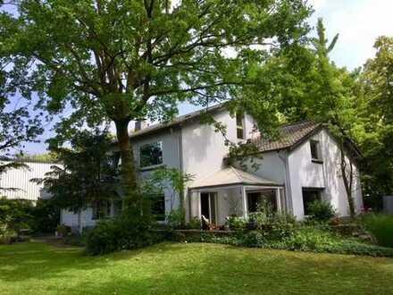 Villa mit viel Charme und vielfältigen Nutzungsmöglichkeiten