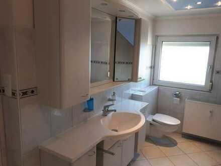 Schöne 3 Zimmer-Wohnung mit ausgebautem Spitzboden auf 2 Etagen inklusive neuer Einbauküche