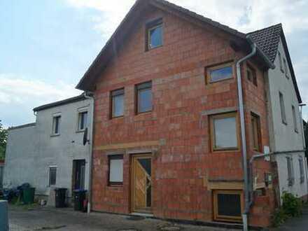 Doppelhaus mit viel Potential teilweise renoviert & entkernt