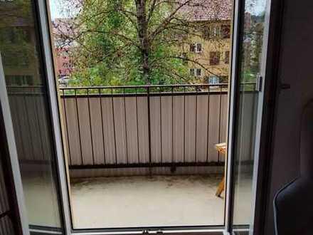 WG-Zimmer in Drei-Zimmer-Wohnung/Küche/Bad
