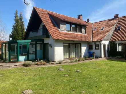 Gepflegtes Einfamilienhaus mit zehn Zimmern und Einbauküche in Friedeburg, Friedeburg