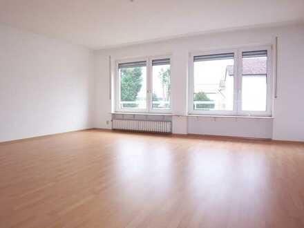 myHome-Immobilien / Supergünstige, Helle + RUHIGE 3 Zi-Wohnung + Sonnenbalkon + großes Wohnzimmmer