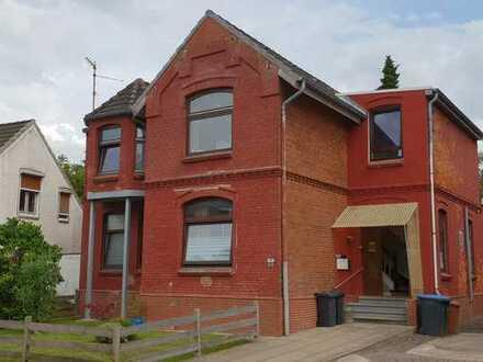 Gatermann Immobilien: Mehrfamilienhaus mit 3 Wohnungen in Itzehoe, Stadtteil Sude