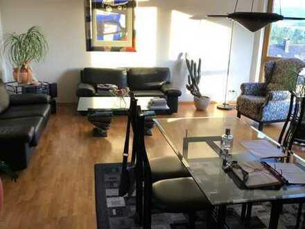Neuwertige Wohnung mit fünf Zimmern sowie Balkon und Einbauküche in Empfingen