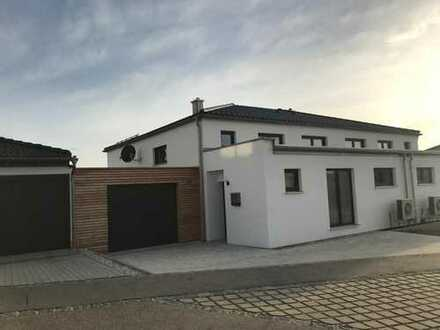 NEUE TOP Moderne DHH mit 5 Zimmer in Hohenschambach