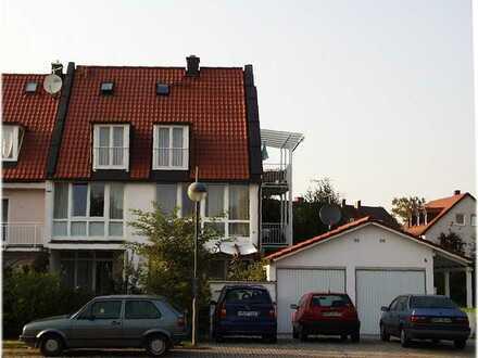 3-Zi-Wohnung, 2 Balkone, Gartenanteil, Parkett, Schweden-Holzofen