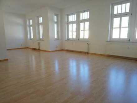 !! 4-Raum-Wohnung mit 2 Bädern, Balkon und PKW-Stellplatz auf dem Kaßberg !!