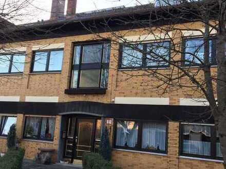 Schöne 3 Zimmer- Dachgeschosswohnung mit Balkon und EBK (von Privat))