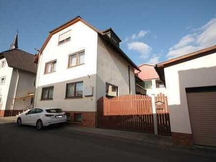 Gepflegte 4,5-Zimmer-Maisonette-Wohnung mit Balkon und Einbauküche in Münzenberg / Gambach