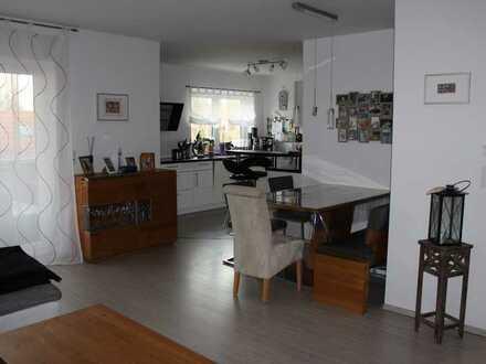 Neuwertige 4-Raum-Wohnung mit Balkon und Einbauküche in Maxdorf