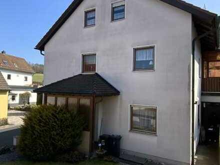 Doppelhaushälfte mit Garten, Terrasse und 2 Garagen zu verkaufen!