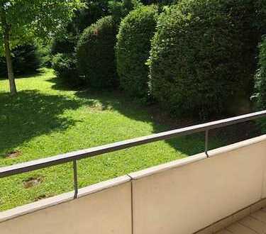 Gepflegte 4-Zi-Hochparterre-Wohnung mit Balkon und EBK in HN-Süd