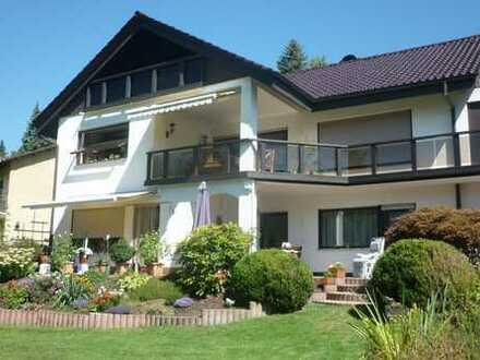 Gepflegte 6-Zimmer-Maisonette-Wohnung mit Balkon in Bensheim