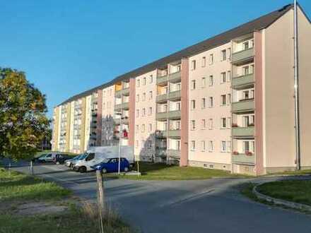4-Zimmer Wohnung mit Balkon für Sie neu renoviert: Einbauküche nach Absprache möglich