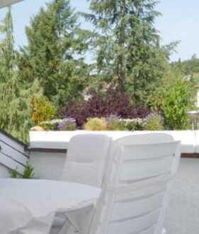 Luxuriöse sonnige 2 Zimmer Wohnung mit Terrasse *