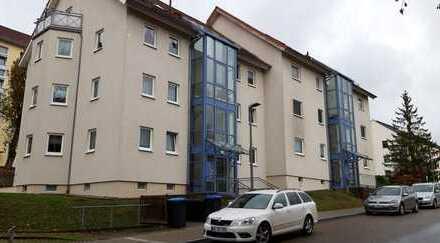Preiswerte, vollständig renovierte 2-Zimmer-Hochparterre-Wohnung mit Balkon in Netzschkau