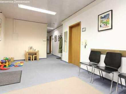 Büro - oder Praxisfläche im Stadtzentrum zu vermieten.