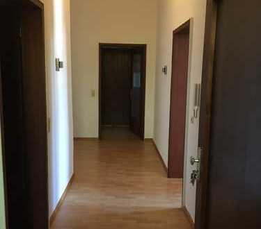 Modernisierte 3-Raum-Wohnung mit Einbauküche in Dirmingen