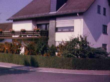 Schöne Wohnung mit großer Terrasse und Gartenzugang im EG eines 3 Familienhauses in ruhiger Wohnlage