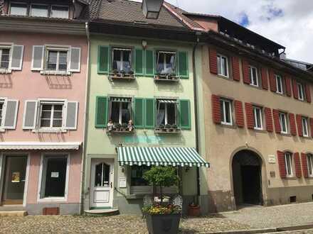 Gepflegtes Geschäftshaus mit Altstadt-Charme für Ladengeschäft/Einzelhandel oder Büros in STAUFEN