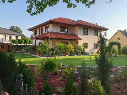 Wunderschöne Villa im Toscana Stil mit großem Garten in Seehof ( Teltow ) Südlage