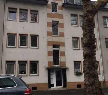 Schöne frisch renovierte 3 Zimmerwohnung mit Balkon in Krefeld zu vermieten!