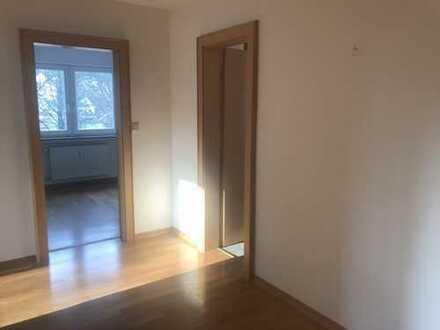 Gepflegte 3-Zimmer-Wohnung mit Balkon und EBK in Regensburg