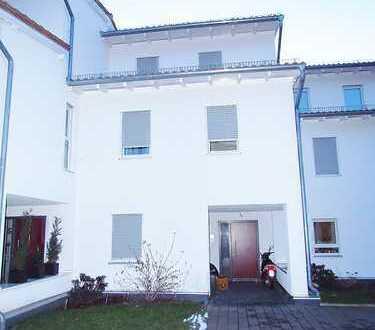 Neuwertiges Reihenhaus mit eigenem Lift, bestens vermietet, in guter Stadtlage von Bad Camberg