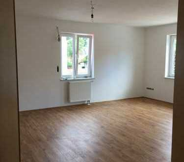 Gepflegte Wohnung mit drei Zimmern und EBK in Erding