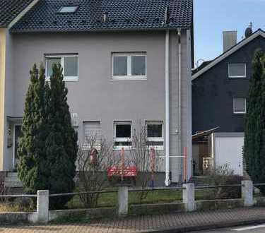 Top saniertes Reiheneckhaus Haus in schöner Lage in Durmersheim von Privat