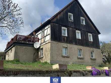Großzügige und individuelle Dachgeschosswohnung mit Altbaucharme!