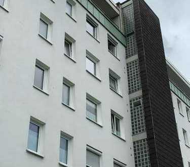 In Kempten (Allgäu): Gepflegte Wohnung mit zweieinhalb Zimmern und Balkon