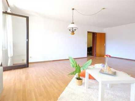 Große Wohnung mit zwei Balkonen!