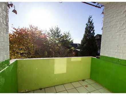 122 m² Etagenwohnung mit 4 Zimmern, Vollbad und Balkon in zentraler Lage - WG geeignet!