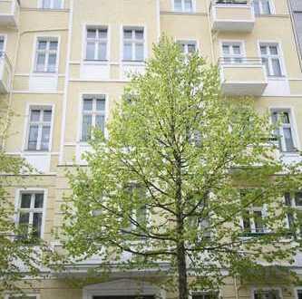 Zwischen Frankf. Tor u. Volkspark Fr.hain/Großzügige, ruhige Wohnung mit Balkon in gepflegtem Altbau