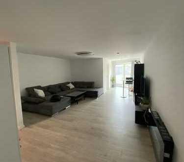Stilvolle, geräumige und neuwertige 2-Zimmer-Wohnung mit Balkon und Einbauküche in Lurup, Hamburg