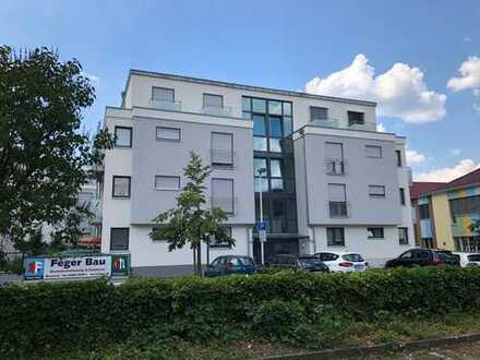 Neuwertige 3,5-Zimmer-Wohnung mit 2 Terrassen und EBK in Oberkirch Zentrum